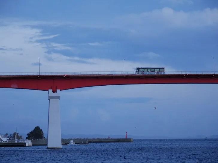 城ヶ島から出るバスをこんな風に撮ることもできます