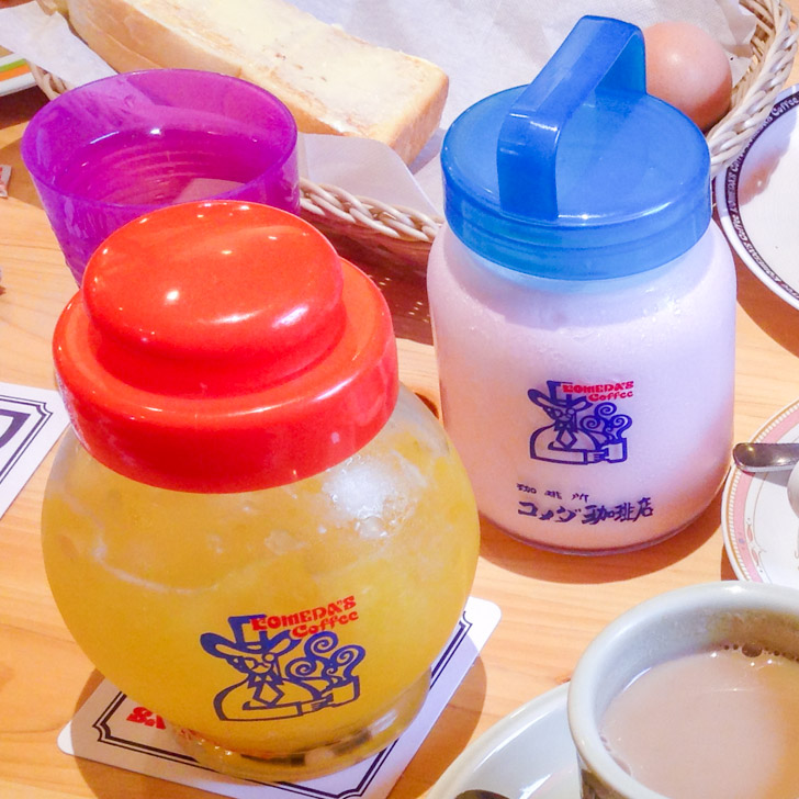 コメダ珈琲店:イチゴシェイクとオレンジジュース
