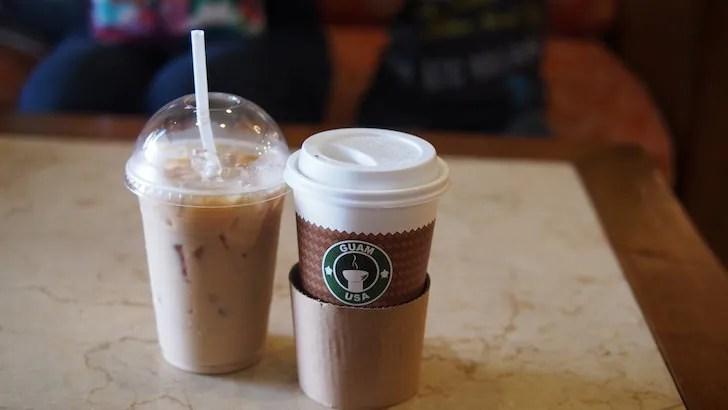 小林敏徳が撮影したコーヒーとアイスラテ