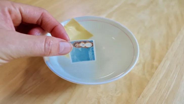 一度貼った切手をお湯で綺麗にはがす方法(62円切手を封筒からはがす)