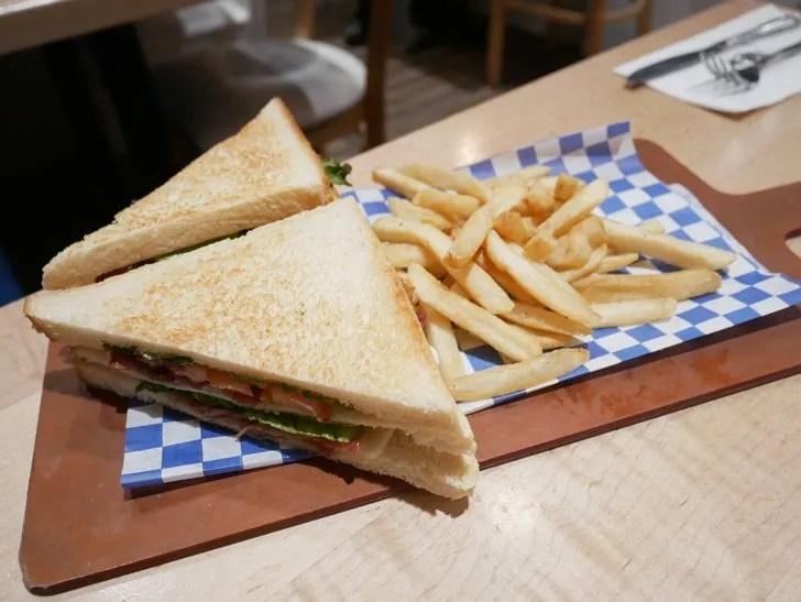グアムiHOPザ・プラザ店サンドイッチ写真