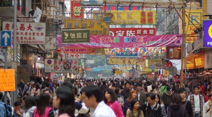 Multidão em Hong Kong