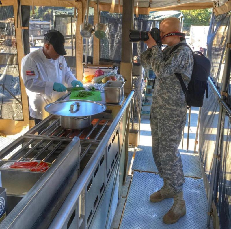 Wilmarys tomando fotos en el Army