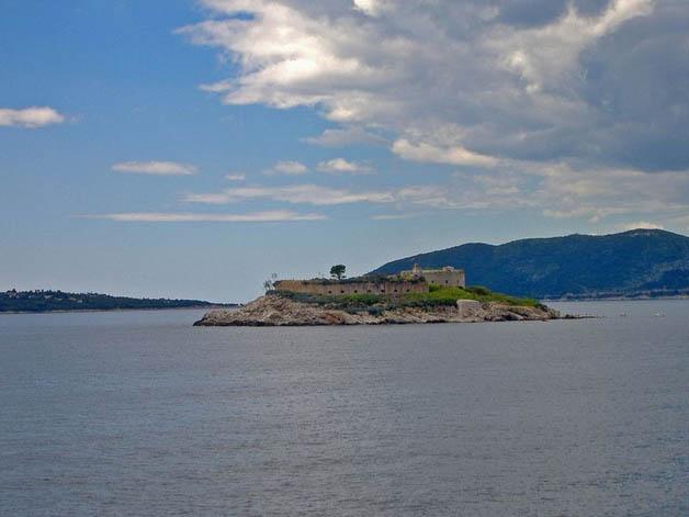 https://i2.wp.com/nomadesdigitais.com/wp-content/uploads/2016/01/mamula-island-fort-22.jpg