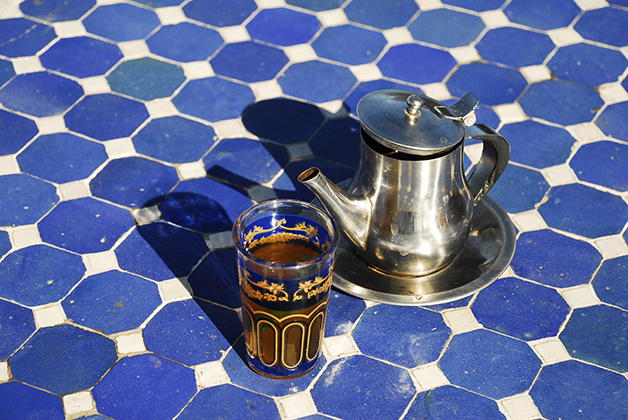 https://i2.wp.com/nomadesdigitais.com/wp-content/uploads/2016/03/Marrocos.-Marrakesh.-Cha-verde-marroquino-com-menta-e-mel.jpg