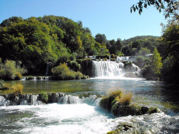 06plitvice-falls-in-croatia