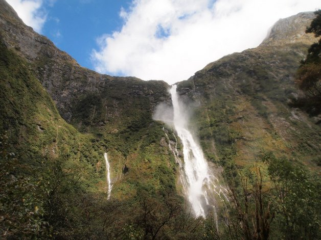 07sutherland-falls-in-new-zealand