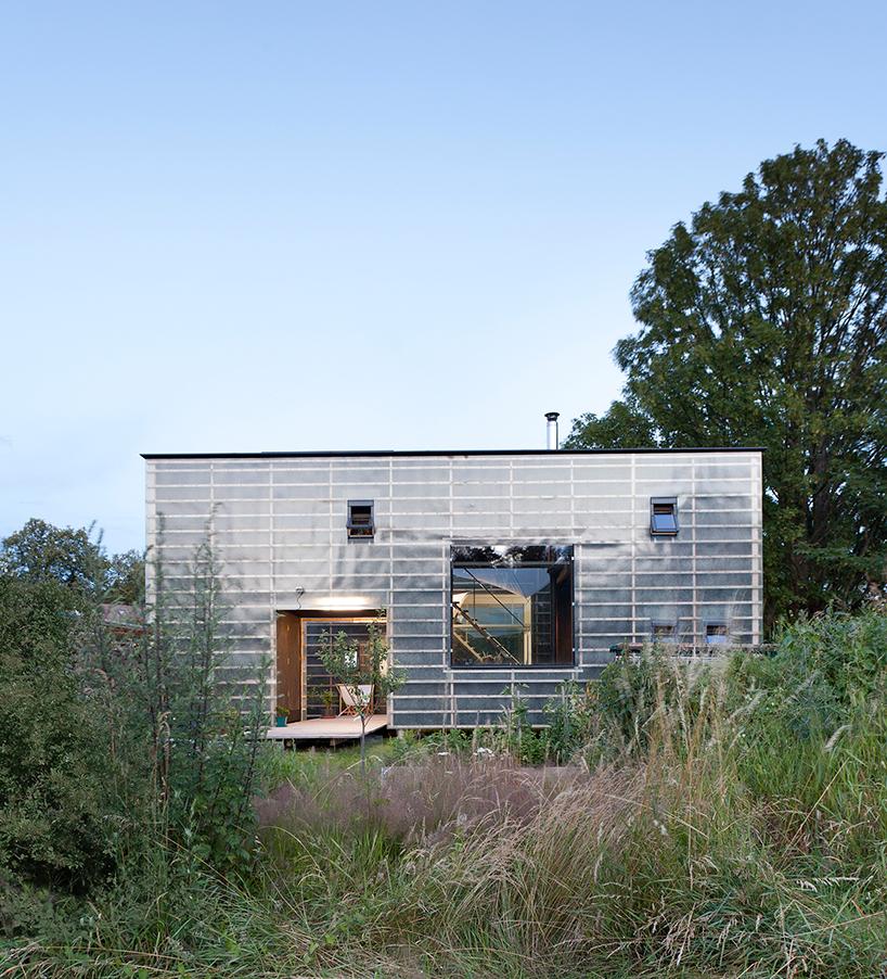 petr-stolin-architects-zen-houses-czech-republic-designboom-11