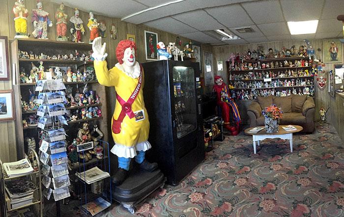 clown_motel (10)