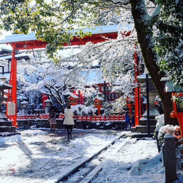 heavy-snowfall-kyoto-japan-2017-18-587dcc58aad13__700