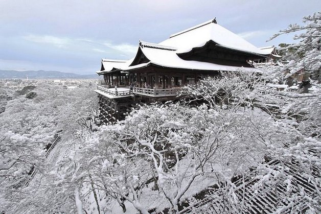 heavy-snowfall-kyoto-japan-2017-4-587dcc24f221f__700