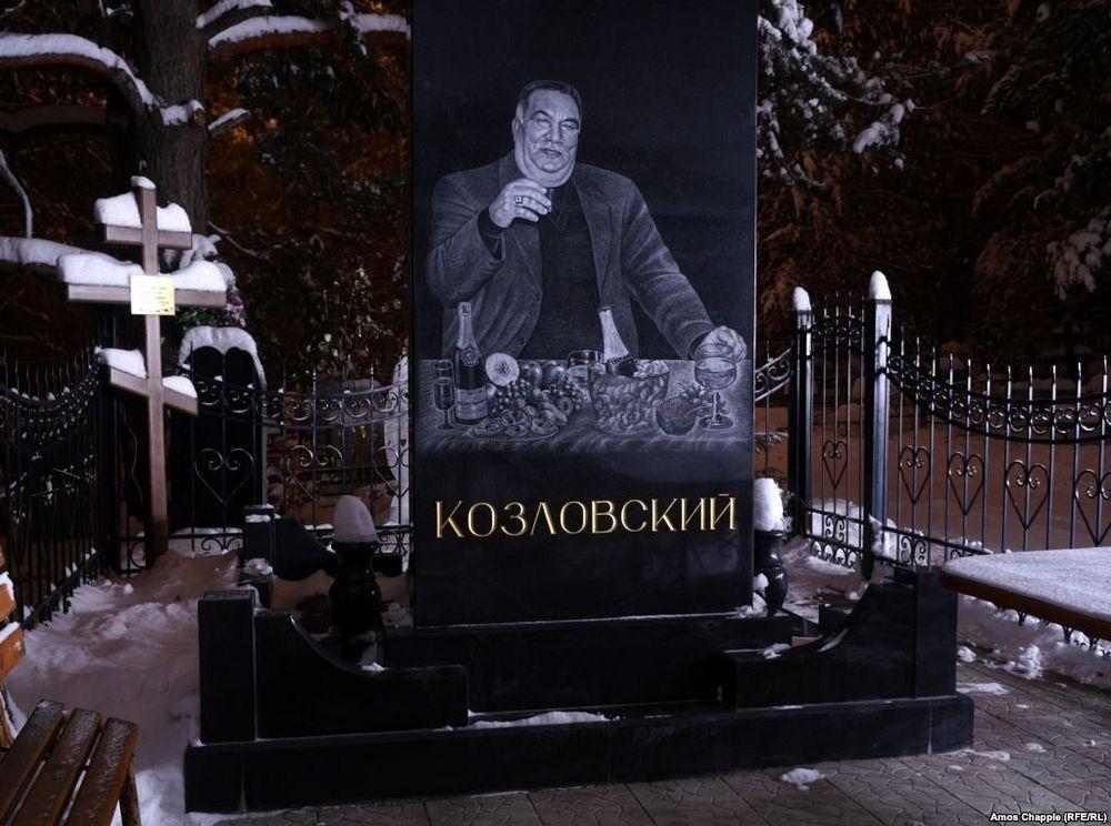 gangster-cemetery-yekaterinburg-142