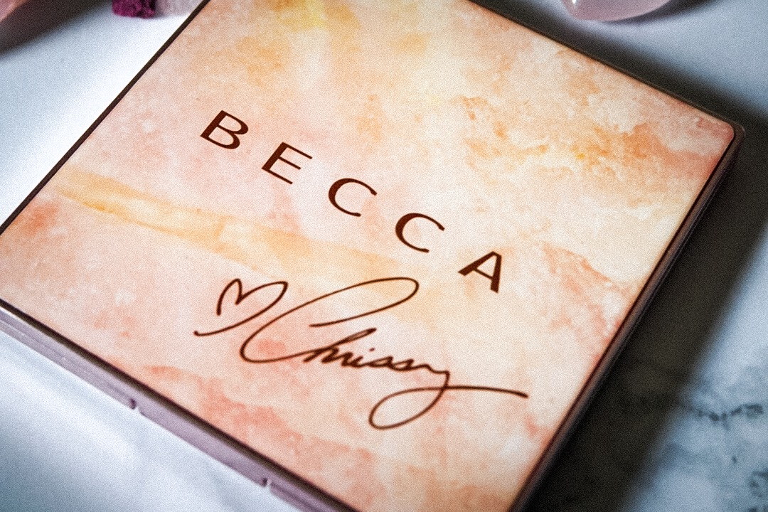 Travel Beauty Review: Becca x Chrissy Glow Face Palette