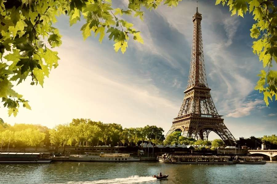 Alone in Paris – Nomad Girl Travel Tips