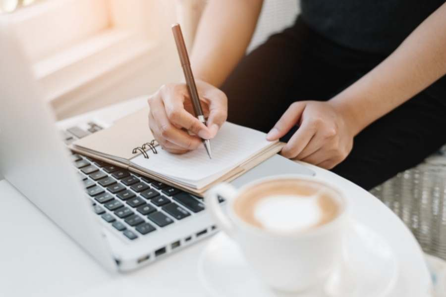 Making Money Online While Traveling - Writing