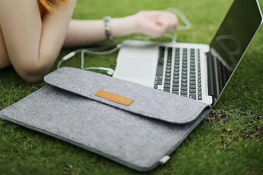 keep laptop safe - macbook air sleeve