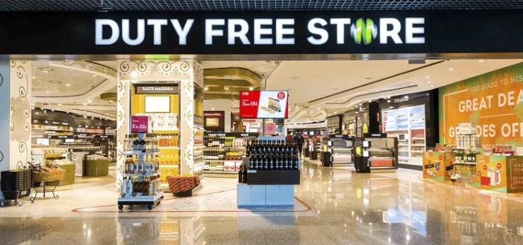 magazinele duty free ne pot distrage atentia inaintea unui zbor