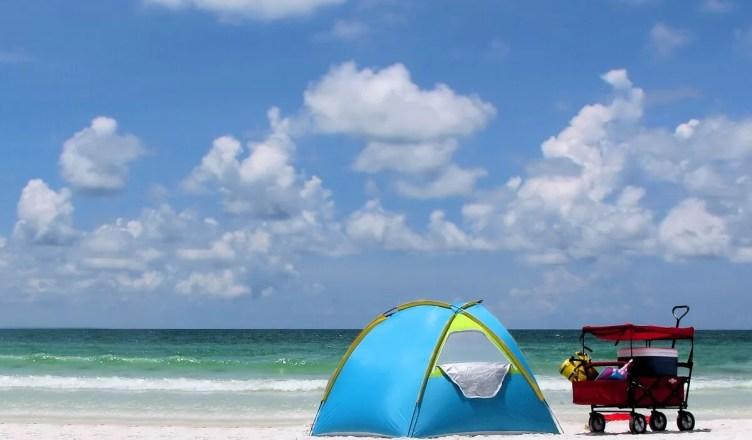 Cu cortul la mare