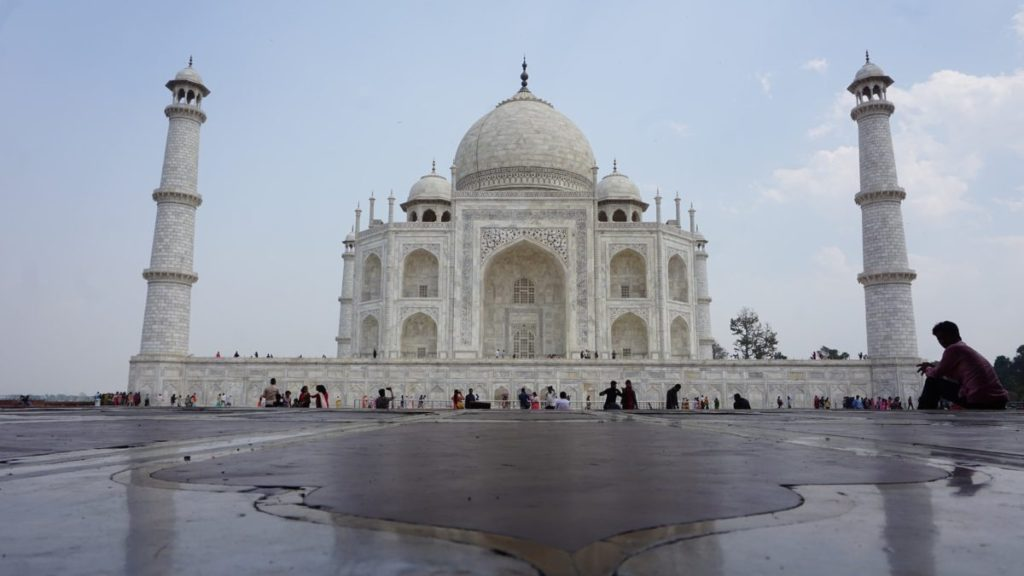 agra mausoleum - nomadic travel