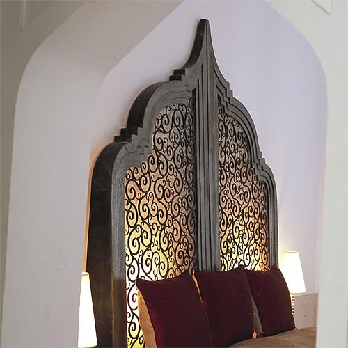 Headboard-at-Riad-Farnatchi-in-Marrakech