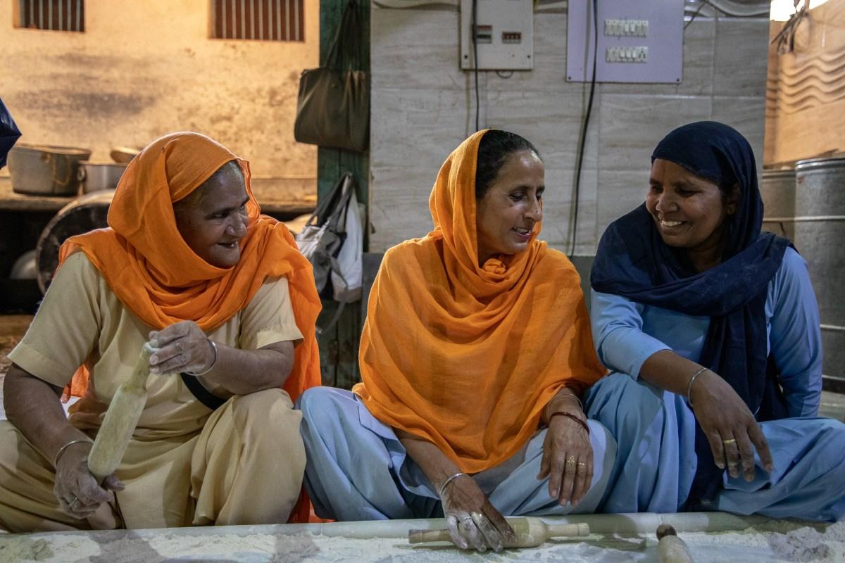 Women in Sikh Temple, Delhi