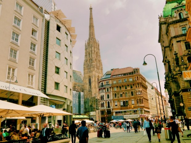 what to do in Vienna - walk around Ringstrasse