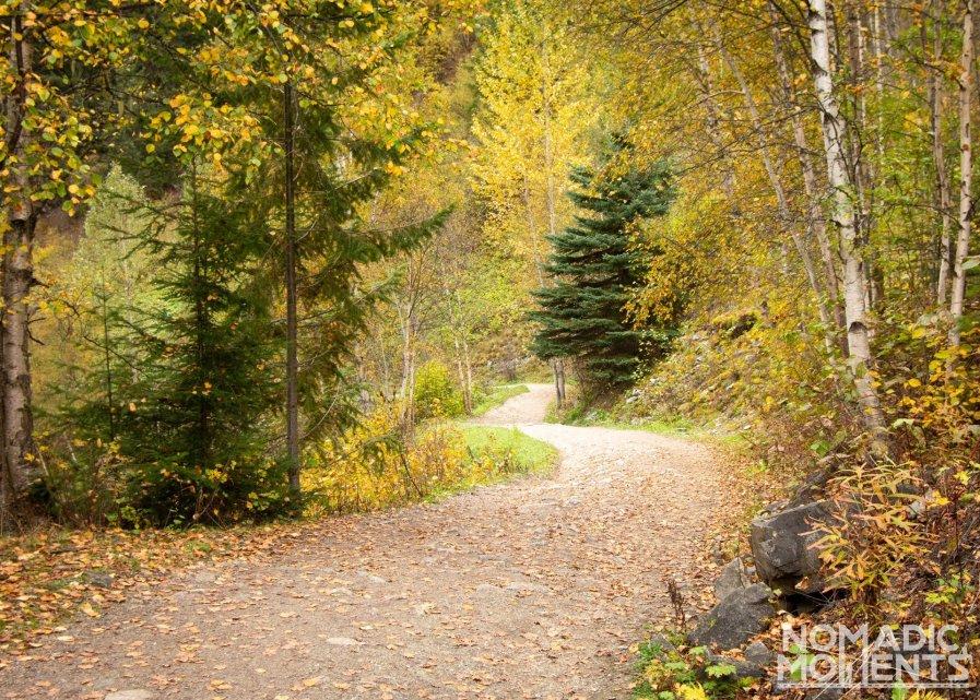 Colorful Kinney Lake Trail
