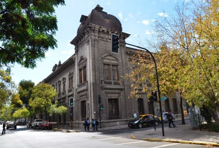 Calle Dieciocho in Barrio Dieciocho, Santiago de Chile