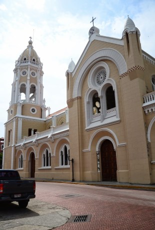 Iglesia de San Francisco on Plaza Bolívar in Casco Viejo, Panama City