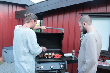 Henrik and Adrian grilling.