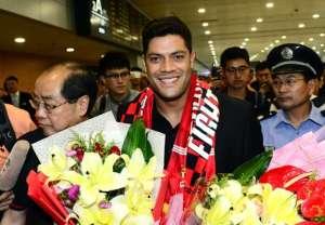 上海上港へ移籍し歓迎されるフッキ選手