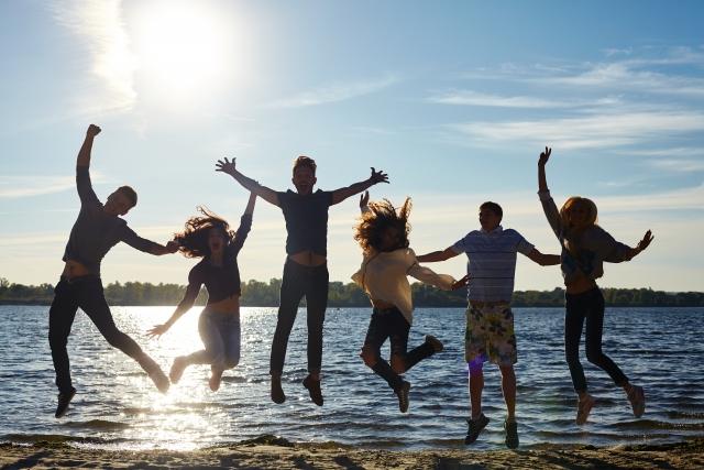 水際 ジャンプ 若者たち