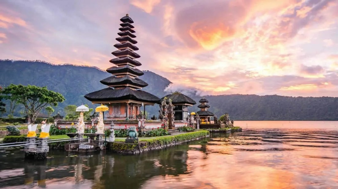 Pura Ulun Danu Bratan, Bali waterfalls: epic 2 day itinerary