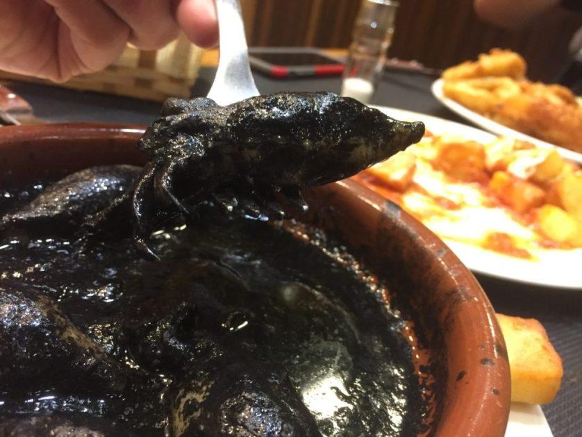 Chipirones en su tinta, squid in their own ink