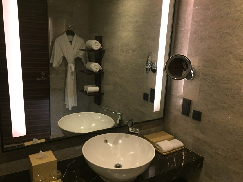 Hyatt City of Dreams Manila Room Bathroom
