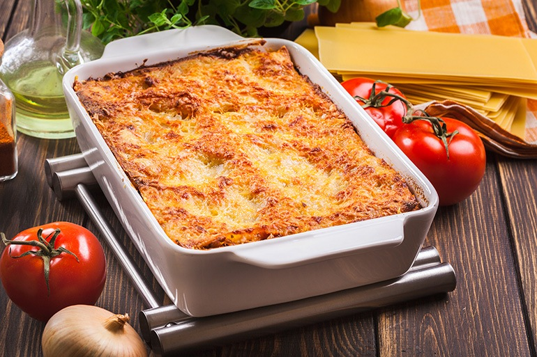 everything you need to know to find the best lasagna pan is right here