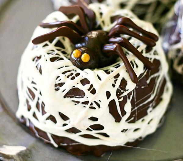 Chocolate-Spider-Nest-Bundt-Cakes