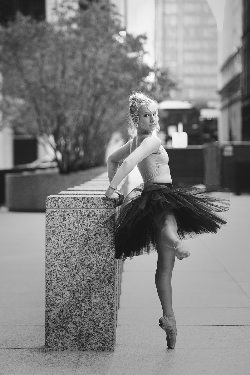 Ava Bernardi black and white photo downtown Chicago ballerina on pointe