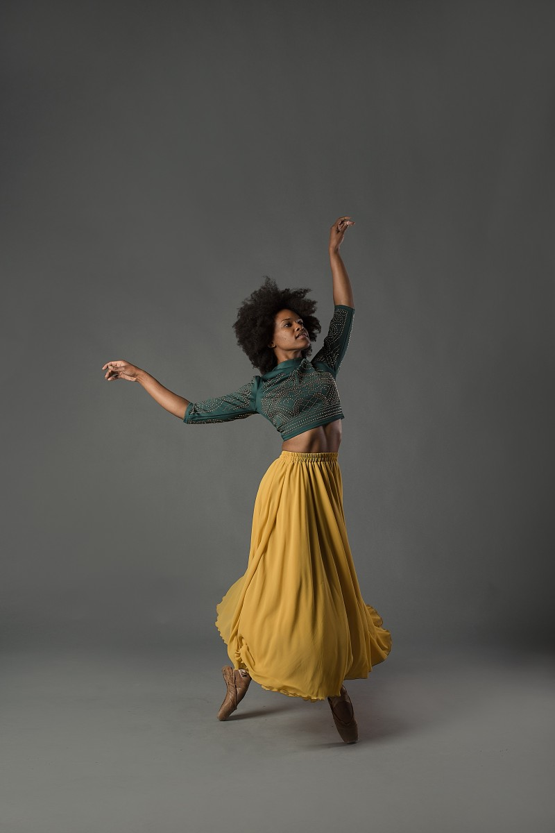 Michelle Reid dancer on pointe with yellow skirt green top natural hair
