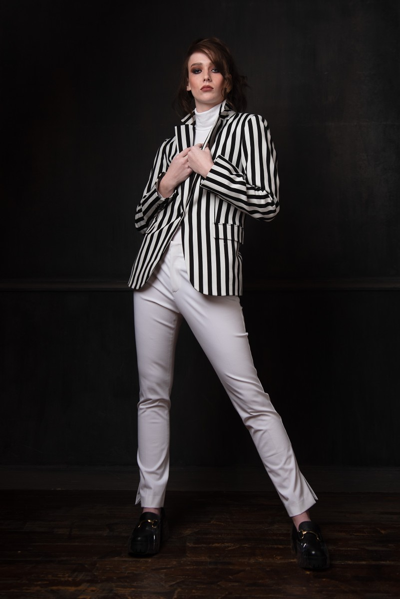 Model Annika Cappis in Nomee Photography studio Editorial striped black and white blazer full length