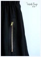 Vestido Ringo jersey negro. Detalle cierre a la vista.