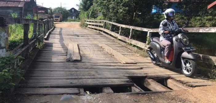 """Jembatan Mentiwan """"Menganga"""", Warga Melak Pertanyakan Perbaikan"""