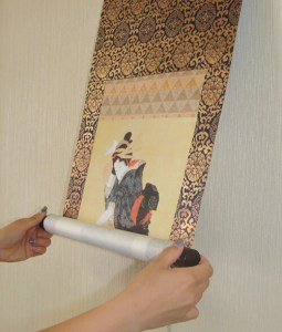 You can roll the Ukiyo-e Kakejiku up easily