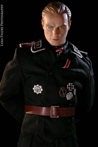 Prajurit SS Legendaris yang memberi standar 'Aryan SS' bagi film2 Holywood, Max Wunsche juga dibuat menjadi salah satu figurin oleh sebuah perusahaan mainan
