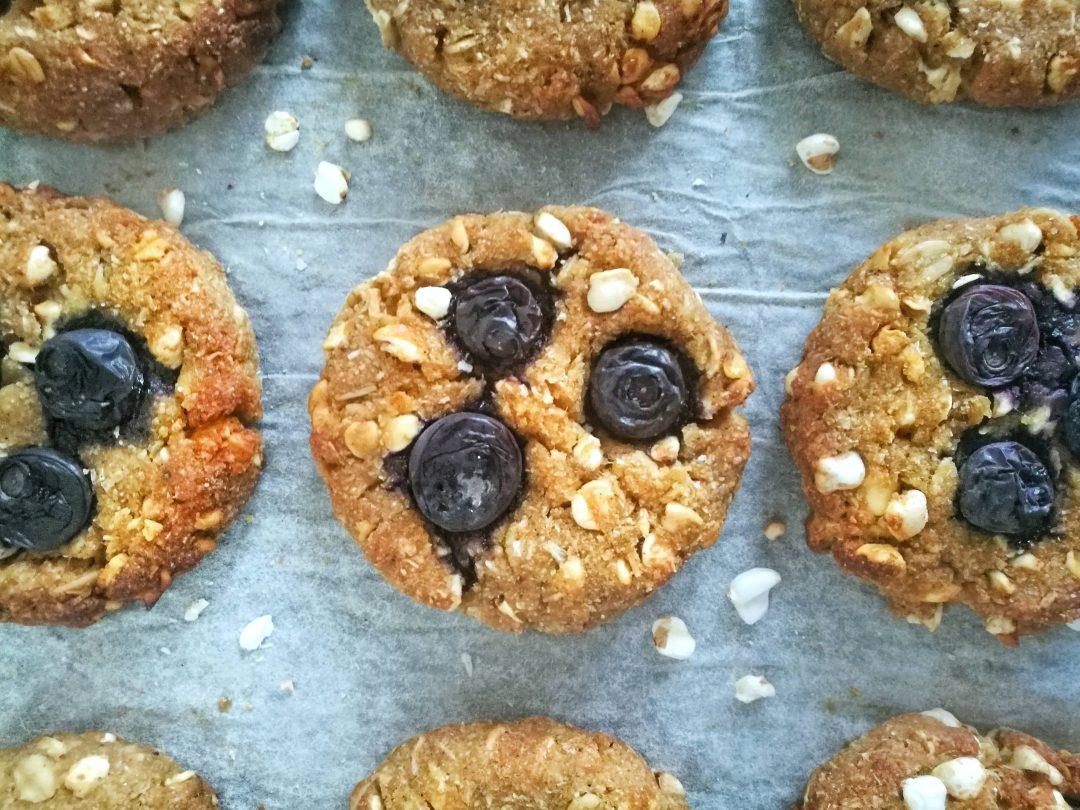 Biscotti di grano saraceno soffiato, fiocchi d'avena ed acqua di cocco - Non Chiamatela Dieta