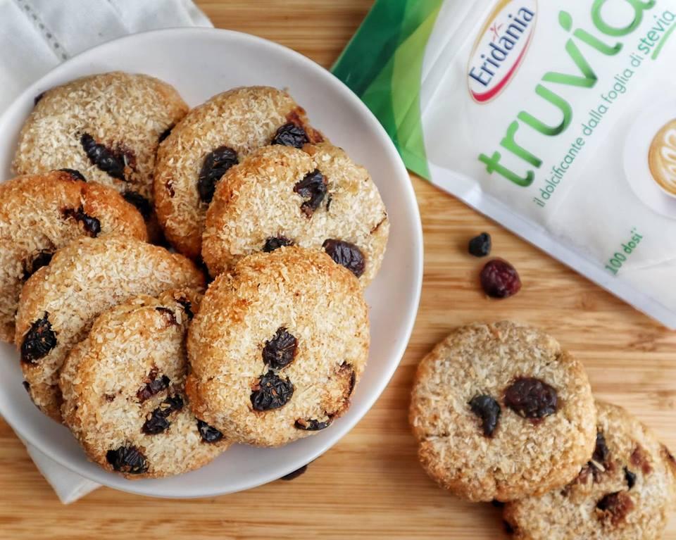 Ricette Dolci: Biscotti cocco, frutti rossi e Truvia - Non Chiamatela Dieta
