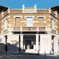 Roberto Fiore piomba in Biblioteca, Monfalcone si ribella e la polizia si incazza e manganella