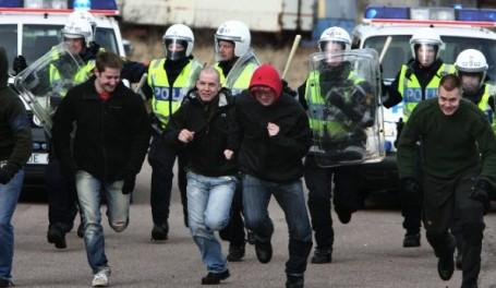 Polis jagar huliganer