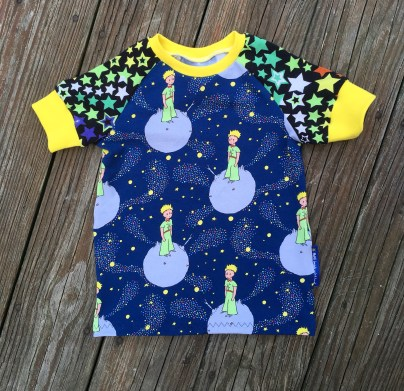 I just love 'the little prince' fabric for my little princes. Niki got to pick the sleeve fabric and the cuff color.