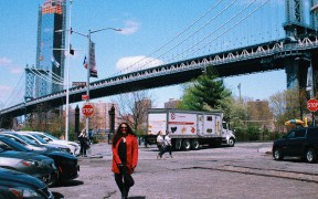 5 Instagrammable locations in NYC you can't miss in Instagram Dumbo Manhattan Bridge bloggers location